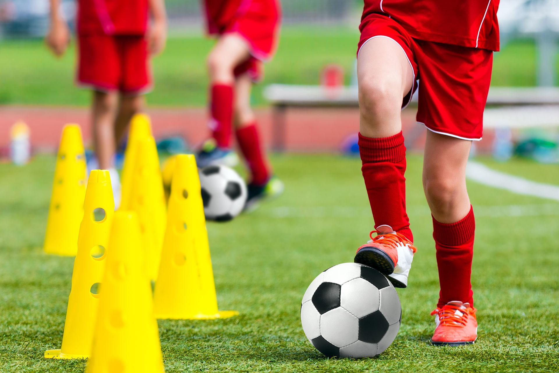 Kinder beim Fußballtraining
